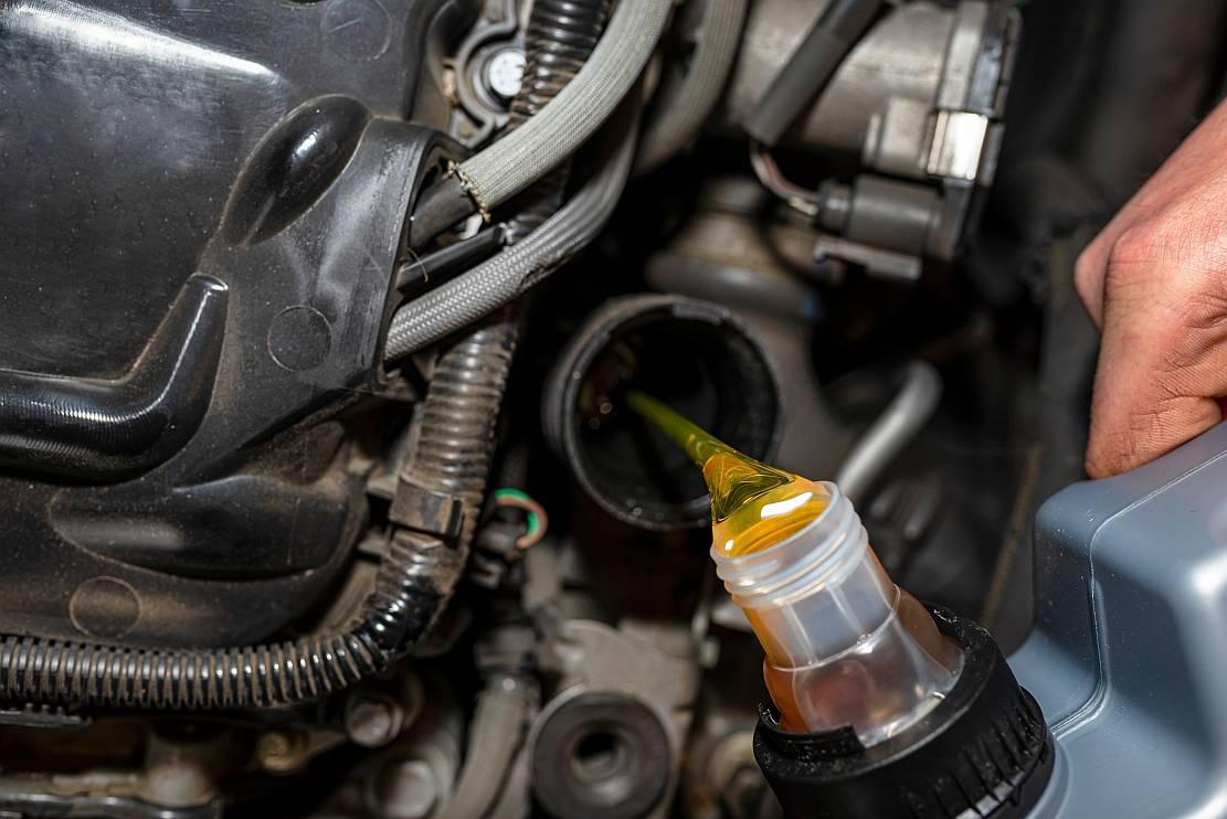 Jak często wymieniać olej w samochodzie?